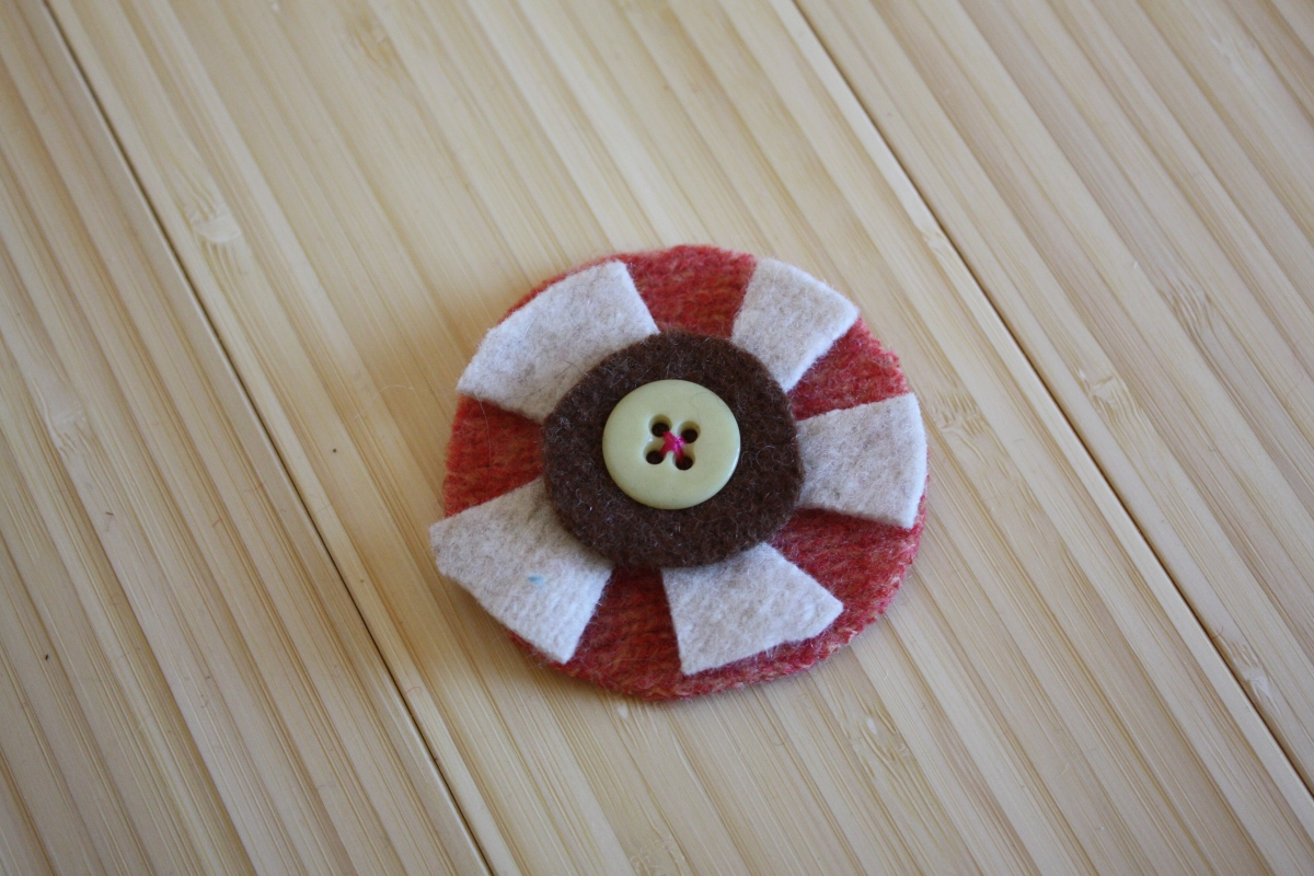 Plaidypus felted wool hair clip pin